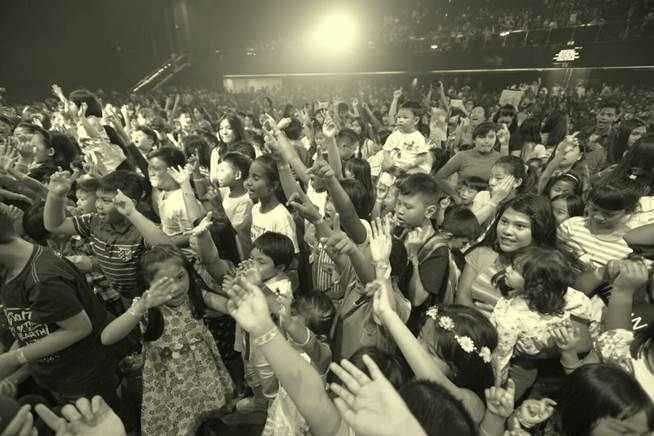 :Favorite Indo photos:B&W Huge crowd shot.JPG